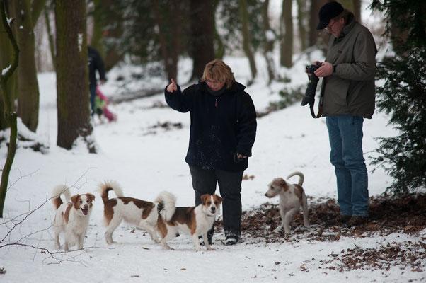 Birgit beim Hundedressieren