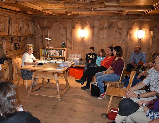 In der Bibliothek las Francoise Stahel aus ihrem Buch vor.
