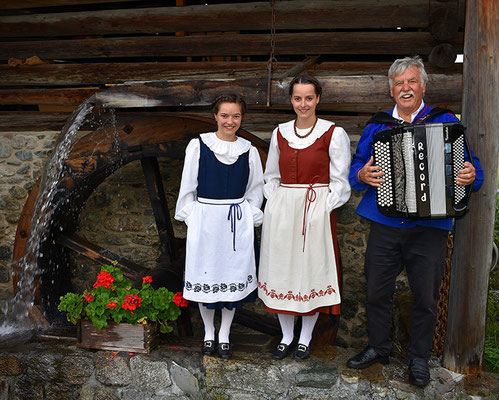 Der Auftritt von Patricia und Sonja mit Walter Lippuner ging unter die Haut.