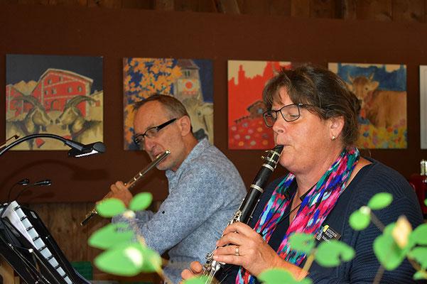 Musikalische Unterhaltung im Hewen Garten durch Edy Latura and friends