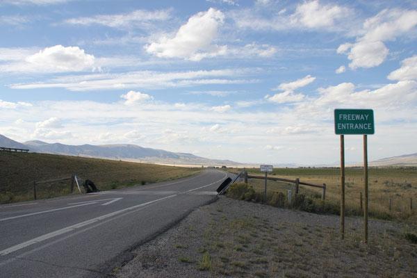 Autobahnauffahrt mit Kuhrost