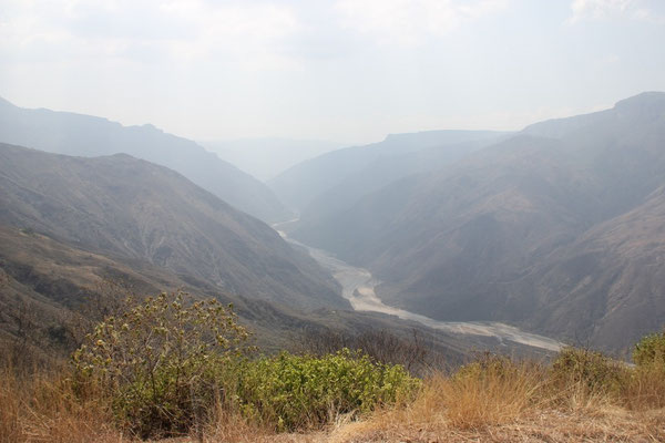Der dunstige Chicamocha-Canyon.