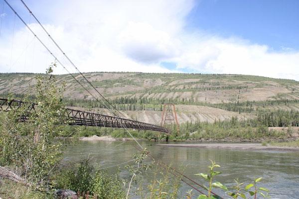 die Hängebrücke in Ross River