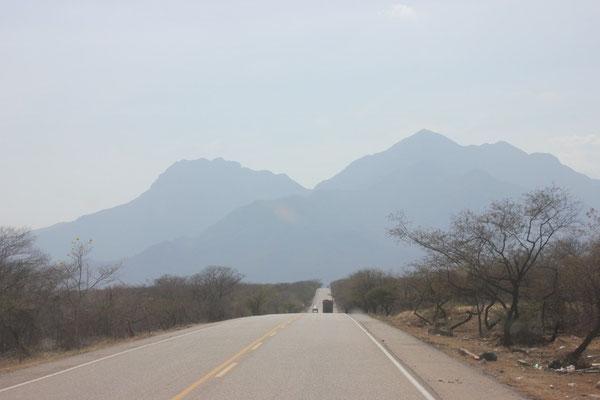 Weg von der Küste in die Berge.