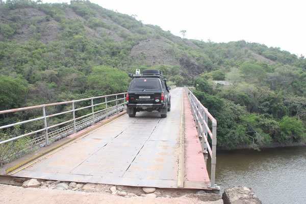 Die Brücke sah relativ vertrauenswürdig aus.