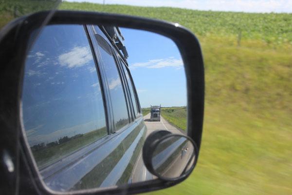 Da werden wir wohl bald wieder überholt. So schnell wie die Trucks hier fahren, sind wir nämlich nicht unterwegs.