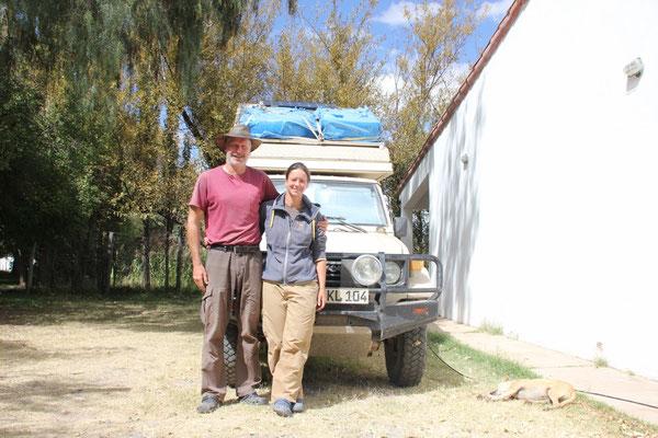 Katharina und Lutz mit deutschem Buschtaxi