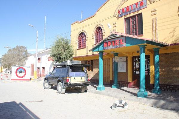 Unser Stellplatz vor dem Hotel Toñito, in welchem die feine Pizzeria ist.