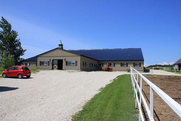 Die neu gebauten Stallungen