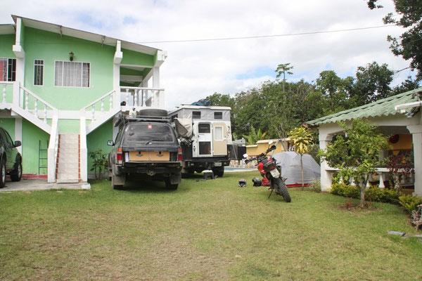 Im gemütlichen Garten des Hostels in Chachagui.