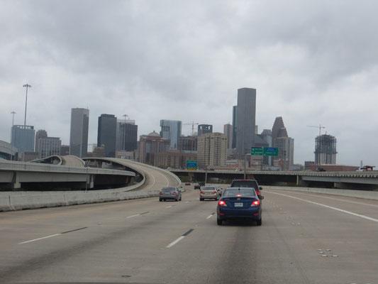 Auf dem Weg zum Container fuhren wir noch an Downtown Houston vorbei.