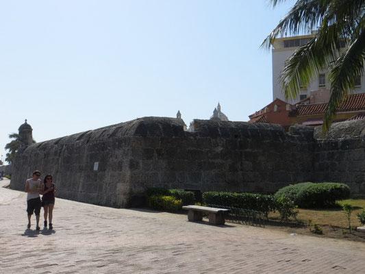 Hinter diesen Mauern verbirgt sich die Altstadt.