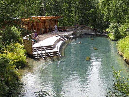 ein wunderschönes Naturbecken