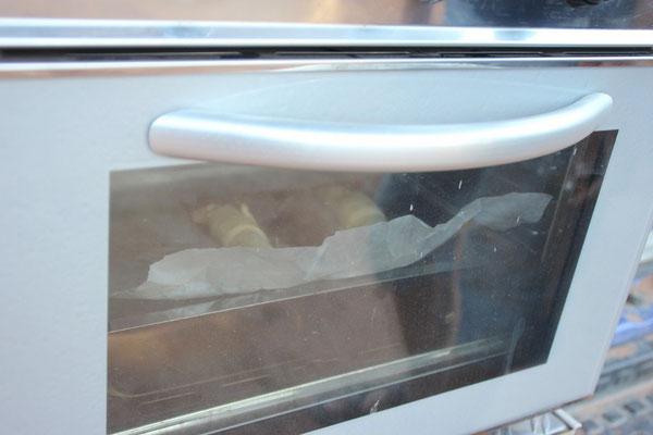 Frische Croissants aus dem Backofen.
