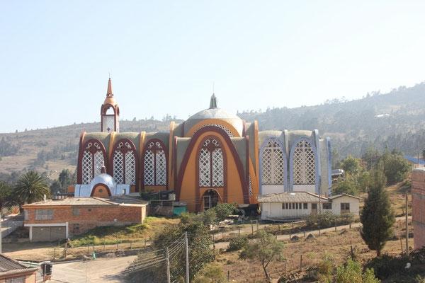 Spezielle Kirche auf dem Weg nach Villa de Leyva.