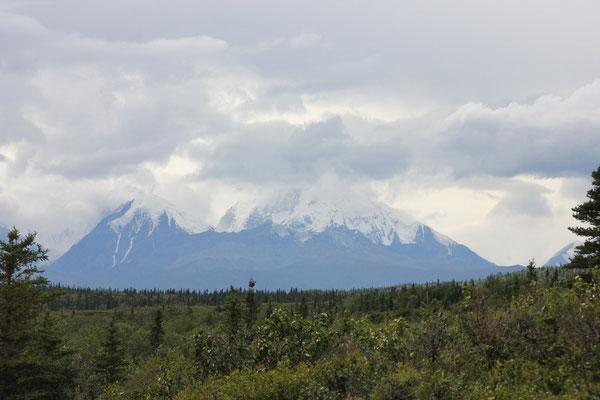 Auf den Bergen war bereits frischer Schnee gefallen...