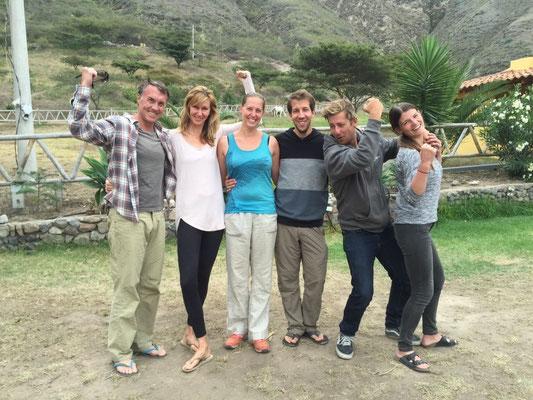 Abschiedsbild vom Konvoi: John und Paula aus Kalifornien, Melanie und Lukas, Jesse und Jessica aus Toronto.