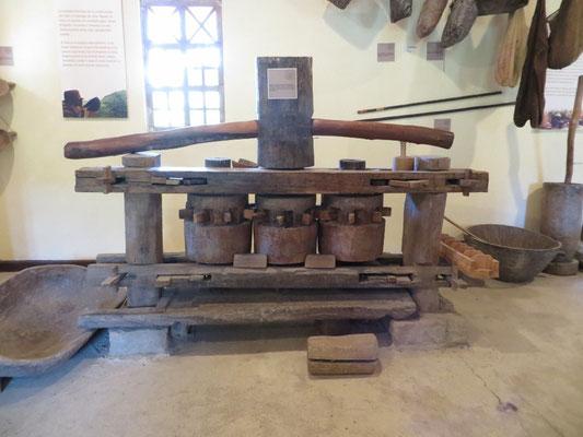Eine alte Maschine, um Zuckerrohr zu pressen.