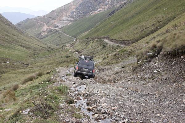 Das kam nicht wirklich überraschend, einige hundert Meter weiter endete dieser Weg, er wurde weggeschwemmt von einem Bach.