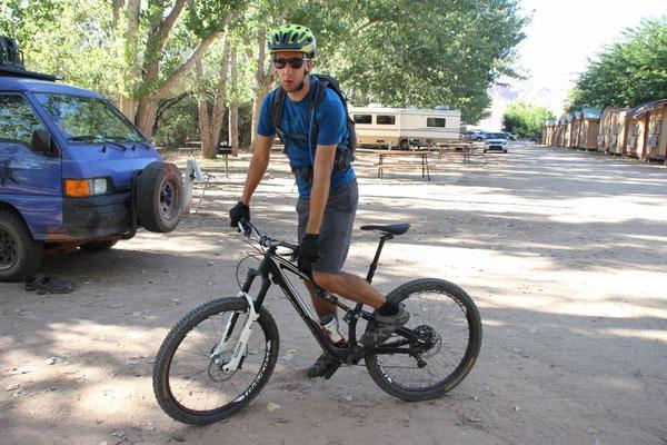 Zurück auf dem Camping. Für Kenner: Mietbike 27.5er Specialized Stumpjumper