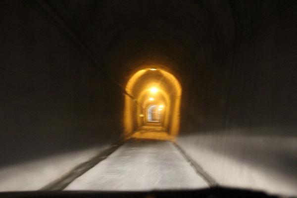 Einspurig befahrbare Tunnels :)