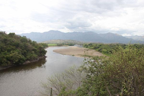 Auf dem Weg in die Tatacoa-Wüste mussten wir diesen Fluss überqueren.