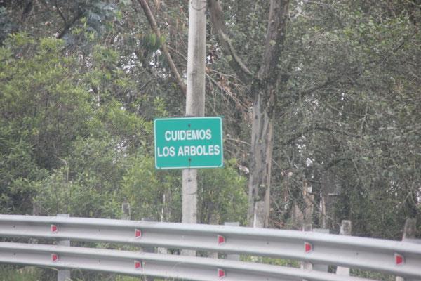 Auch das sieht man oft, man solle die Natur schützen. Abfall lag sehr wenig herum in Ecuador.