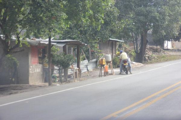 Strassenszenen auf der Fahrt nach Riohacha.