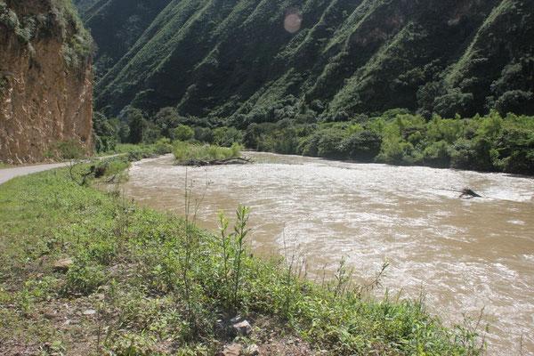Einem Fluss entlang ging es nach Leymebamba.