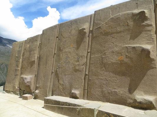 Die riesigen Monolithen beim Tempel.