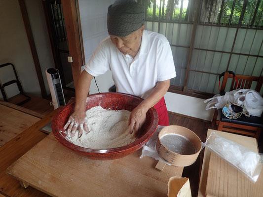 北海道産の最高級そば粉で二八