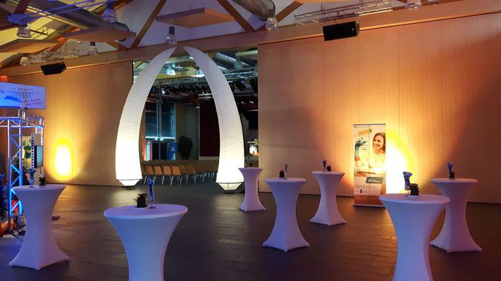 Lichtobjekte, Lichtkunst, Stehtische mieten, Hussen mieten, Eventdekoration, Eventplanung, Hochzeitsplanung