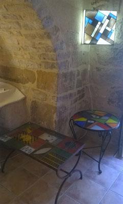 objets de décoration intérieure, tables basses et miroirs