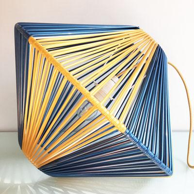 Lampe DoScoubi XL bleu métal or - @cprqct