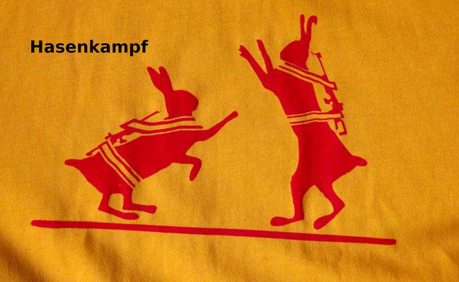 T-Shirt Motiv Hasenkampf (Hasen mit Schusswaffen).  Klimaneutral, fair und bioologisch produziertes Textil