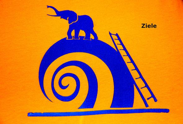 T-Shirt Motiv Ziele (Elefant auf Schnecke). Klimaneutral, fair und bioologisch produziertes Textil