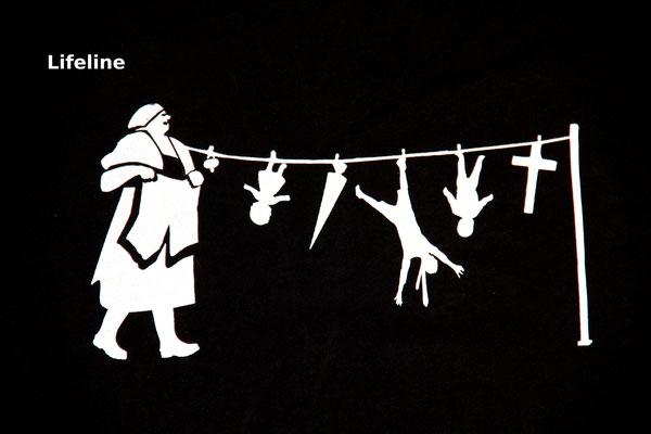 T-Shirt Motiv Lifeline (Alte Frau und Wäscheleine).  Klimaneutral, fair und bioologisch produziertes Textil