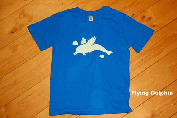 T-Shirt Motiv Flying Dolphin (Delphin mit Flügeln).  Klimaneutral, fair und bioologisch produziertes Textil