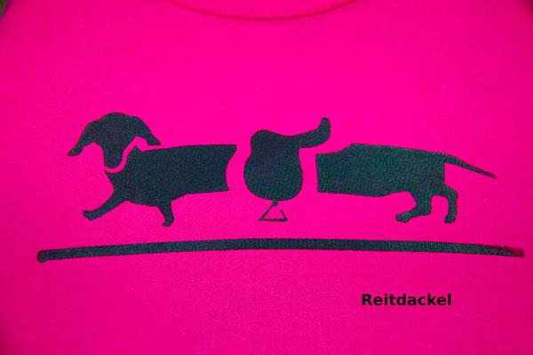 T-Shirt Motiv Reitdackel (Dackel mit Sattel).  Klimaneutral, fair und bioologisch produziertes Textil