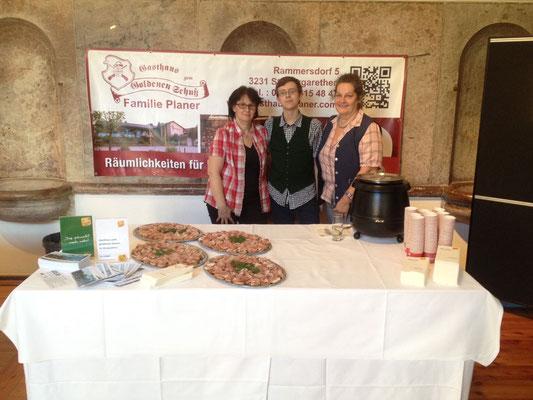 2017: tut gut Plakettenverleihung in Grafenegg - wir verwöhnen die Gäste mit Kürbis-Kriecherlsuppe und Bauernbrot-Rohschinken-Häppchen