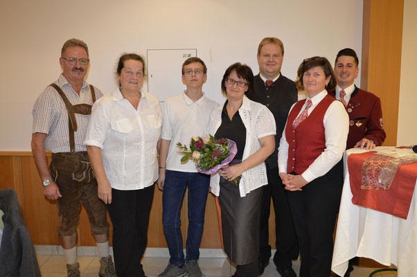 2017: Familie Planer mit Maria Gaschl und Klemes Stiefsohn - Dinner und Blasmusik, Foto:Blasmusikverein