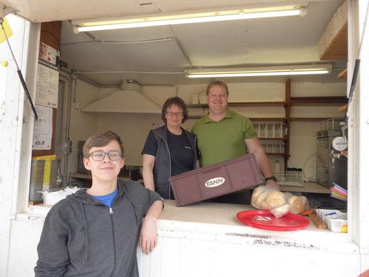 mit unserem Ausschankwagen beim Maifest