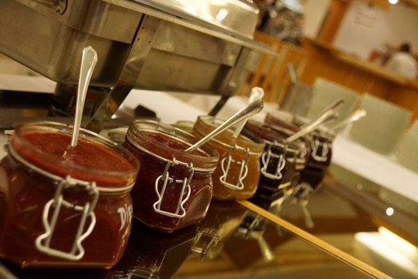hausgemachte Marmeladen am Dessertbuffet