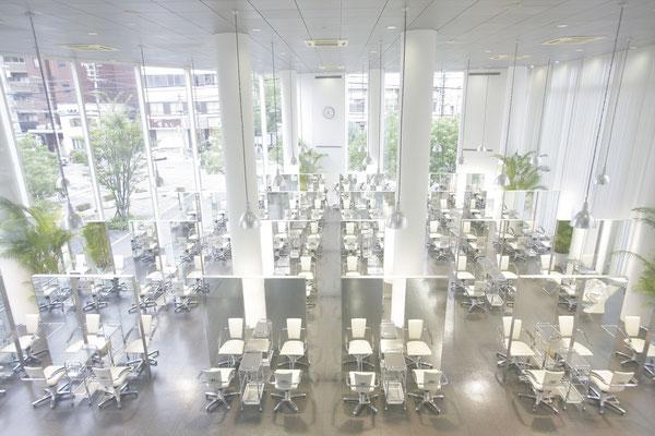ル・トーアのサロン実習の中枢。約100名収容できる【グランドサロン】