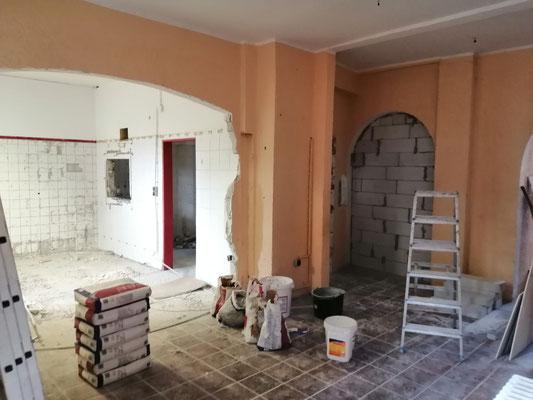 Es wird renoviert, Wände durchbrochen und Strom verlegt