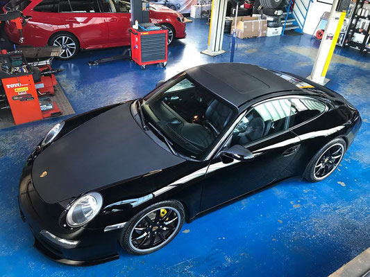Porsche 911 Carrera frisch poliert und gewachst.