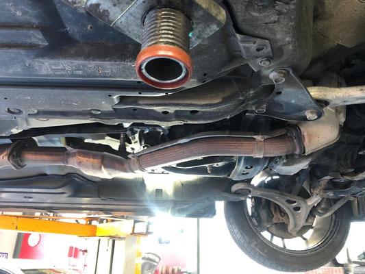 Subaru WRX STI mit Swiss Legal 200 Zellen Downpipe.