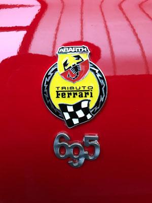 Fiat 500 Turbo Abarth 695 Tributo Ferrari mit Gweindefahrwerk und Distanzscheiben.