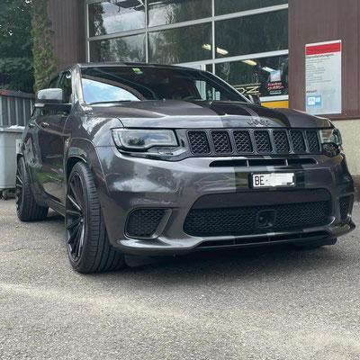 Jeep Grad Cherokee 6.2 V8 Hemi Trackhawk mit 710 PS mit 22 Zoll Räder und Fahrwerk😎🏁