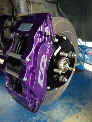 D2 8-Kolben Bremsanlage mit 330mm Scheiben zu Subaru Impreza WRX.
